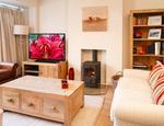 Gdzie najlepiej ustawić telewizor? Pięć wskazówek od Toshiba