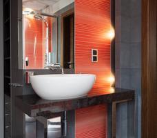 nowoczesna łazienka, aranżacja łazienki na poddaszu, łazienka ze skosem
