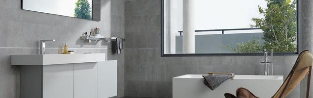 Szara łazienka w betonie. Minimalistyczna aranżacja łazienki