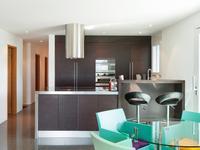 Jak urządzić kuchnię z salonem?