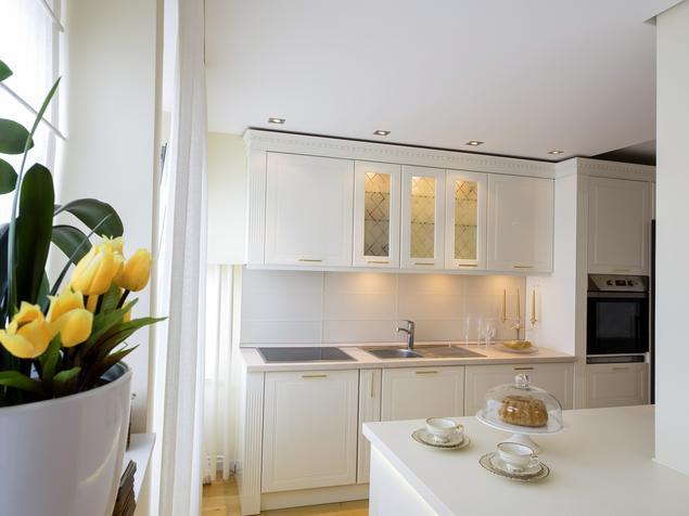 Jak urządzić kuchnię? Białe meble kuchenne